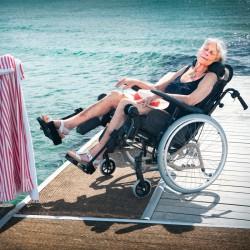 22684-mon-materiel-medical-en-pharmacie-fr-fauteuil-roulant-confort-azalea-tall-ambiance