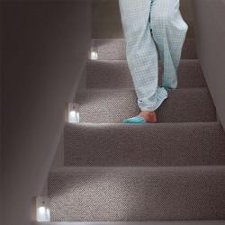 21334-mon-materiel-medical-en-pharmacie-fr-chemin-lumineux-escalier